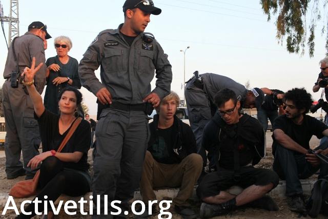 Israeli demonstrators arrested outside Ramle prison compound (Oren Ziv / Activestills)Israeli demonstrators arrested outside Ramle prison compound (Oren Ziv / Activestills)