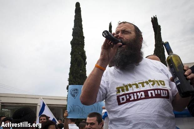 "Kiryat Arba settler Baruch Marzel wearing ""Solidarity Sheikh Munis"" shirt (photo: Oren Ziv/Activestills)"