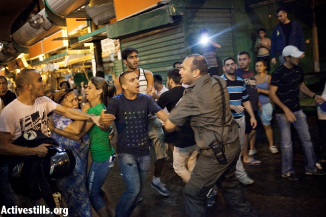 Clashes with police in Hatikva. 17 were arrested (Activestills)