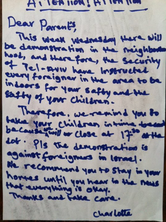 Note advising African asylum seekers to avoid the streets on May 23, 2012 (photo: Rotem Ilan)