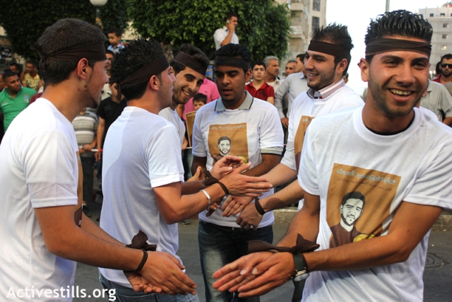 Palestinians in Nablus play football handcuffed in solidarity with Sarsak (Activestills)