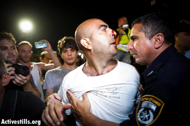 J14 protesters confront police in Tel Aviv (photo: activestills.org)