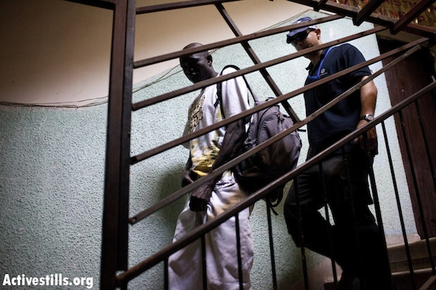 Police arrest a man from South Sudan on Monday (photo: Oren Ziv / Activestills)