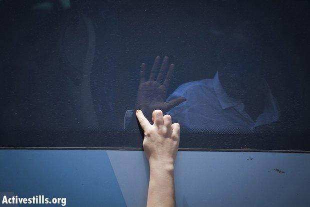 Deportation of South Sudanese refuges, Tel Aviv, 17 June 2012 (photo: Oren Ziv/Activestills.org)
