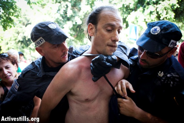 Police attempt to thwart renewed tent camp; protest leader arrested