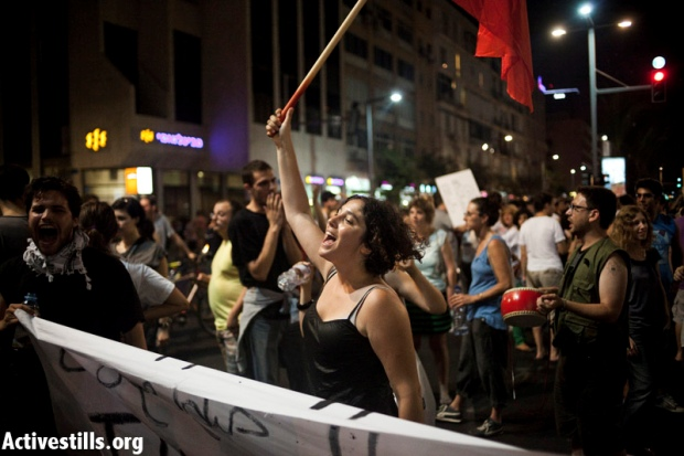 Thousands march in Tel Aviv; J14 protesters block J'lem light rail