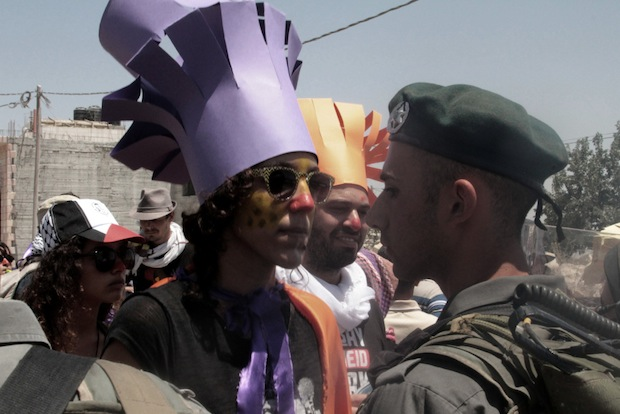 'You cannot arrest this clown!' On a different way to fight occupation