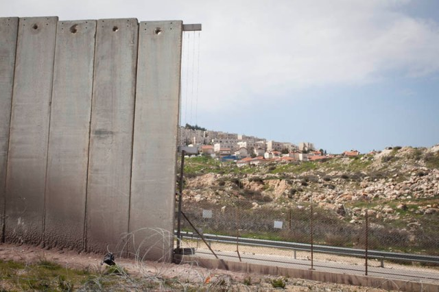 Does the wall offer securtiy? A wall turned fence (Oren Ziv / Activestills)