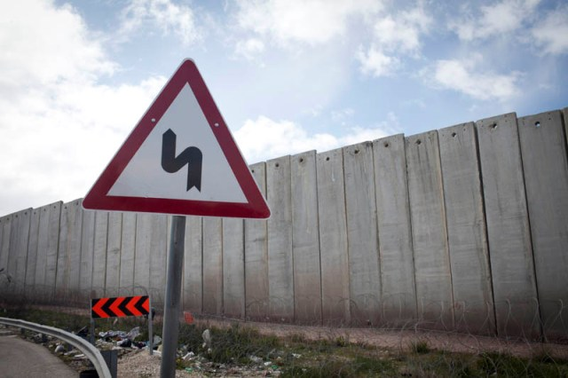 """A long and winding wall."" The wall near Jerusalem (Oren Ziv / Activestills)"