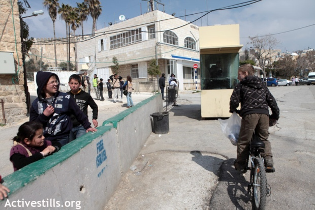 A segregated street in Hebron. Palestinian are allowed only on the left side (photo: activestills.org)