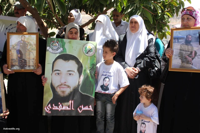 Demonstration in Nablus in solidarity with hunger strikers, yesterday (Ahmad Al-Bazz / Activestills)