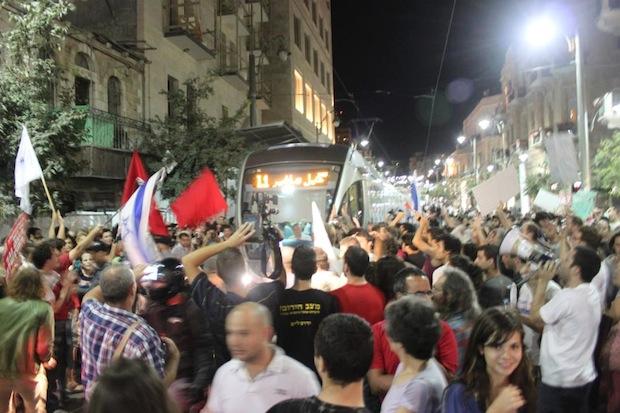 Jerusalem's light rail: Judaizing and privatizing public space