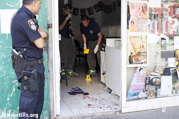 Three Eritreans stabbed in south Tel Aviv internet cafe