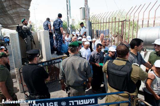 Photos: 'Ramadan kareem' at Jerusalem checkpoints?