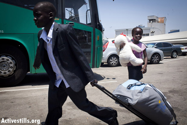 South Sudanese children board a bus taking them to Ben-Gurion Airport for deportation. Tel-Aviv, Israel, June 17, 2012. (Photo: Oren Ziv/Activestills.org)
