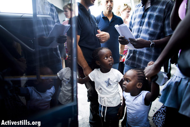 South Sudanese children board a bus for Ben Gurion Airport, Tel Aviv, Israel, July 2, 2012. (Photo: Oren Ziv/Activestills.Org)
