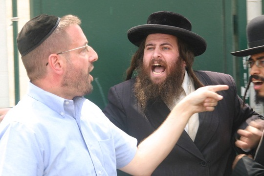 Rabbi Dov Lipman, confronted by Haredim while escorting girls to school - Beit Shemesh, Sept 2011 (Photo: Michael Lipkin)