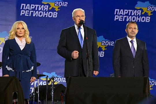 Ukrainian Prime Minister Mykola Azarov speaking at Party of Regions rally in Kyiv, Oct 26, 2012 (photo: DS)