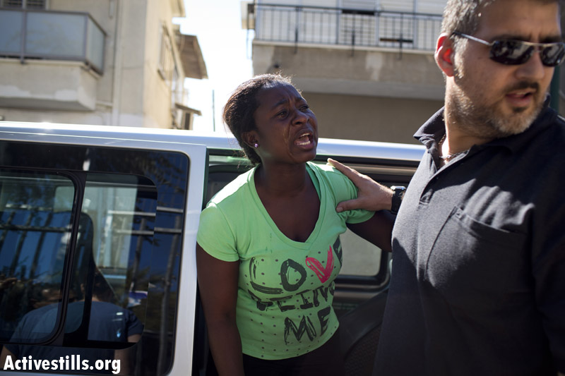 Israeli immigration authorities arrest an African refugee mother in front of her daughter's kindergarten. (photo: Oren Ziv/Activestills.org)