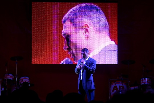 World boxing champion Vitali Klitskchko addresses supporters at rally in Kyiv, Ukraine, Oct 25, 2012 (photo: DS)
