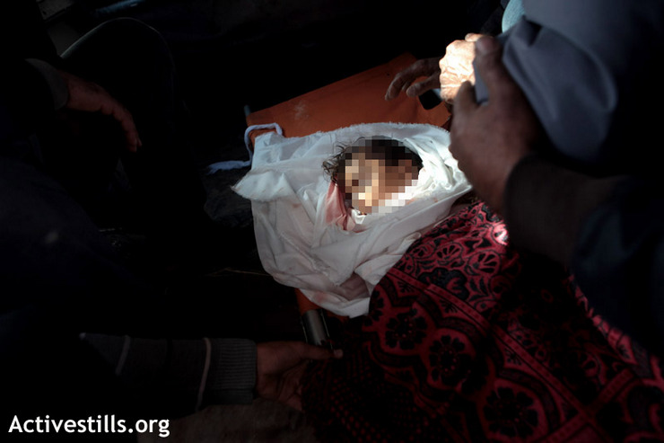 Body of Renan Arafat, 5, killed in an Israeli military strike on her home, leaving the morgue of Al Shifa Hospital, Gaza City, November 15, 2012. (photo by: Anne Paq/Activestills.org)
