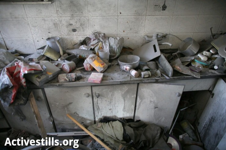 A destroyed kitchen inside the house of an Israeli family in the city of Kiryat Malachi, after a rocket fired from Gaza hit the house, November 15, 2012. Three Israelis were killed by the attack. (photo by: Oren Ziv/ Activestills.org)