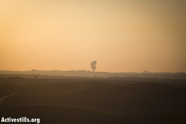 Smoke is seen from the Gaza Strip after the Israel Air Force attacked an area near the Israeli border, November 15, 2012. (photo by: Oren Ziv/ Activestills.org)