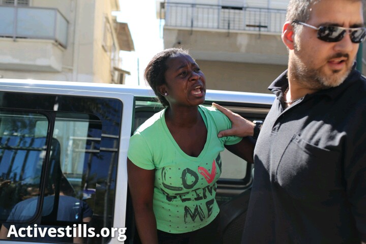 """Inspectors from Oz Unit (the immigration authority) arrest a mother moments after she brought her daughter to the kindergarten in """"Hatikva"""" neighborhood in Tel Aviv.After her arrest they went to the kindergarten and arrested the girl as well. The mother and her child did not have the option to go and fetch their belongings or to say goodbye to friends and family. (photo by: Oren Ziv/ Activestills.org)"""