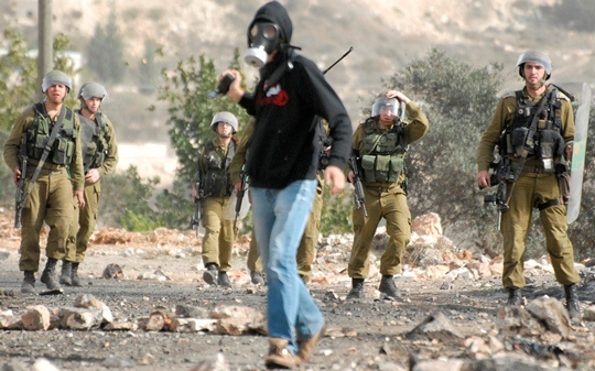 As soldiers enter the village of Kufr Qaddum, a B'tselem photographer continues to record events, November16, 2012. (photo: Tal King)