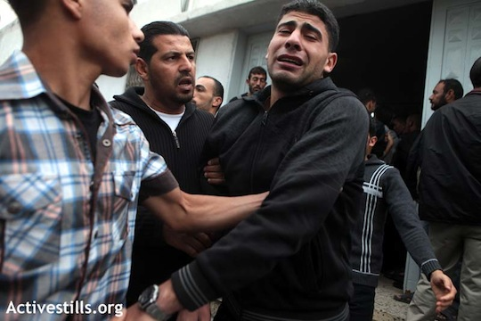 A relative of a Palestinian killed in Israeli shelling reacts at Shifa Hospital in Gaza City November 11, 2012. (photo: Anne Paq / Activestills)