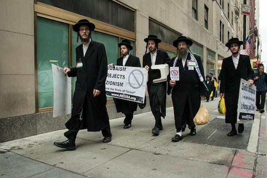 Neturei Karta protesting at an Israel day parade (David Galalis CC BY NC-ND 2.0)