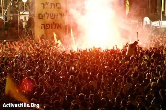 Beitar Jerusalem soocer club fans celebrate in Jerusalem after the team wins the Israeli championships. Jerusalem, May 14, 2007. Photo: Tess Scheflan/ Activestills.Org