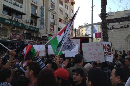 Palestinian journalists protest against Israeli attack on Gaza media buildings, Ramallah, 18 Nov 2012 (photo: Roee Ruttenberg)