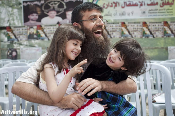 Khader Adnan plays with his daughters on his first day out of Israeli jail in the West Bank village of Araba, near Jenin, April 18, 2012. Adnan protested his imprisonment and was on hunger strike for 67 days. (Photo by: Oren Ziv/ Activestills.org)