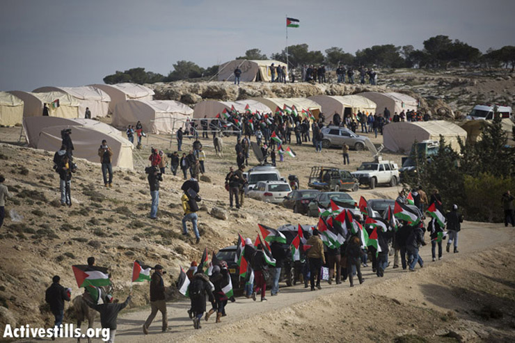 Palestinian youth marching to join the Bab AlShams village. (photo: Activestills)