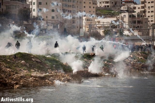 Tear gas outside Ofer prison (Oren Ziv / Activestills)