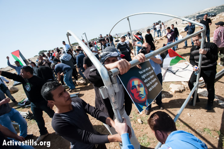 Palestinian activists erect a new protest camp in the E1 area, focusing their protest on the visit of U.S. President Barack Obama, West Bank, March 20, 2013. The action took place at the same hour Obama landed in Ben Gurion airport near Tel Aviv. (Photo by: Ryan Rodrick Beiler/Activestills.org)