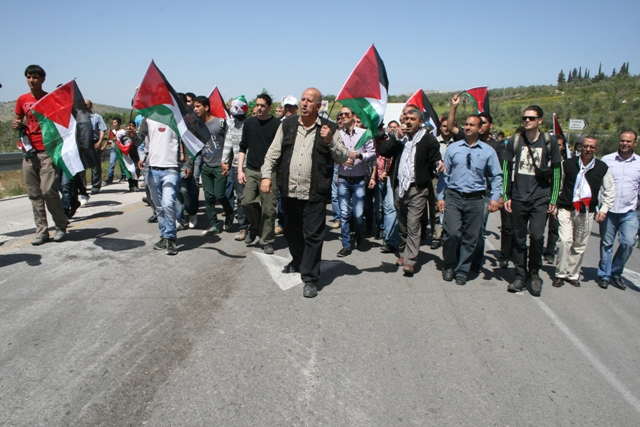 Sebastia villagers on their way to their lands (Haggai Matar)