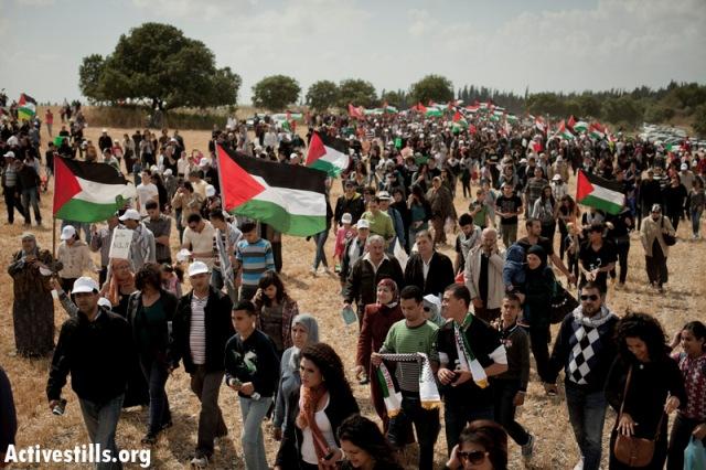 Thousands marched through village lands (Oren Ziv / Activestills)