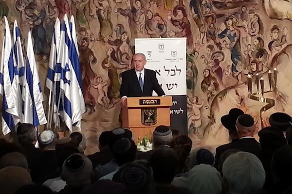 PM Netanyahu speaks at Holocaust Remembrance Day ceremony at the Knesset in Jerusalem, April 8, 2013 (Raffi Shamir/GPO)