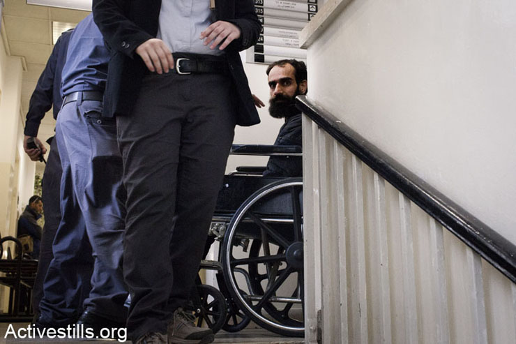 Palestinian hunger striker Samer Issawi is taken to his court hearing in the Magistrate Court in Jerusalem, February 19, 2013. (Photo by: Oren Ziv/ Activestills.org)