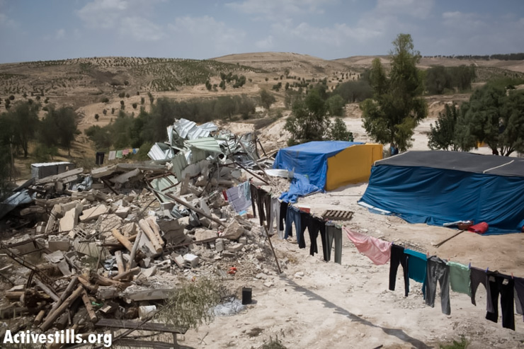 From a hole in the Wall to home demolitions in the Negev: A week in photos May 16-22