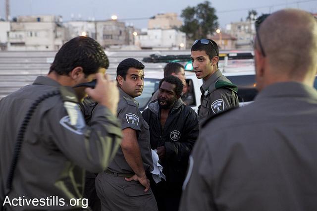 Border police patrolling south Tel Aviv, Israel. (photo: Activestills)