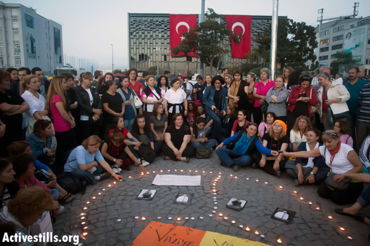 Turkish mothers sing during a candle light vigil in memory of those killed during the recents demonstrations on Istanbul Taksim square June 14, 2013. (Photo by: Oren Ziv/Activestills.org)