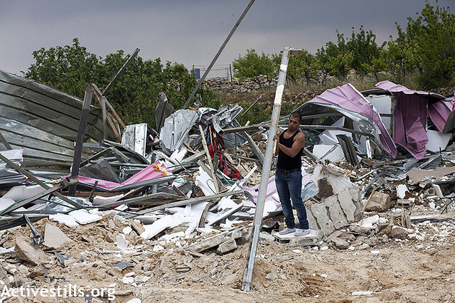 The State of Israel demolished a restaurant, Beit Jalla, Apr 18 2013. (photo: Anne Paq/Activestills)