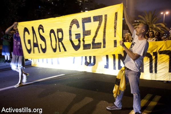 Israelis in Tel Aviv protest against the privatization of natural gas, June 15, 2013 (Keren Manor/Activestills.org)