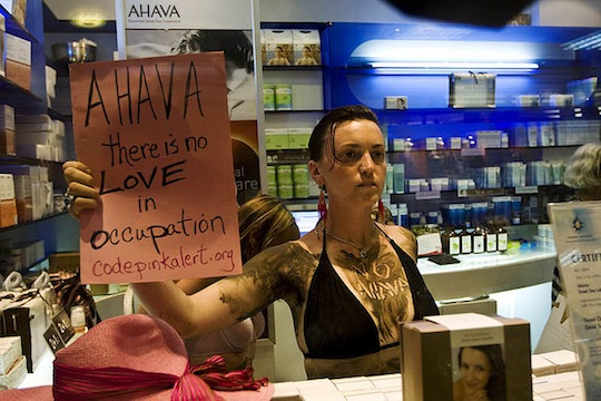 Protest against Ahava, an Israeli company which has its manufacturing plant in a West Bank settlement. (photo: Keren Manor/Coalition of Women for Peace)