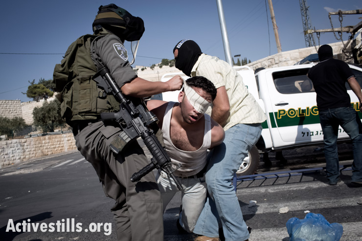Israeli undercover policeman and a border policeman arrest a Palestinian youth during clashes in the East Jerusalem neighborhood of Ras al Amud, September 27. Clashes broke out in different locations in Jerusalem after Israeli police limited accesses to the Friday prayers in Al Aqsa Mosque. (photo: Oren Ziv/Activestills.org)