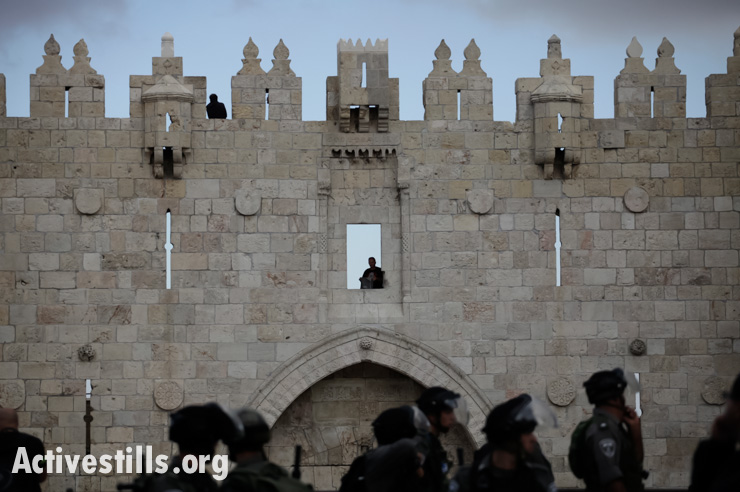 Clashes broke out at Damascus Gate as Palestinians protested against Israeli Jews entering the Aqsa Mosque area under heavy police protection in the Old City of Jerusalem, September 24, 2013. (photo: Guest photographer Tali Mayer/Activestills.org)