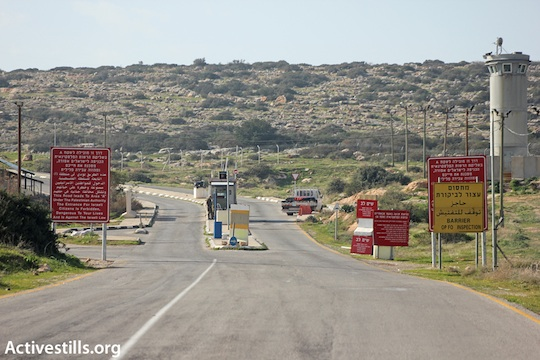 An IDF checkpoint in the West Bank [illustrative photo, by Ahmad Al-Bazz/ Activestills.org)